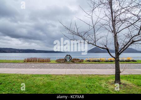 Vue trouble de l'infâme lac Toya. Le lac est une caldeira lake Shikotsu Toya-en parc national, situé à hokkaidō, Banque D'Images