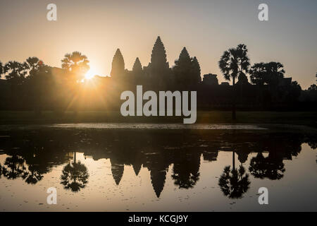 Le lever du soleil, à Angkor Wat, Siem Reap, Cambodge Banque D'Images