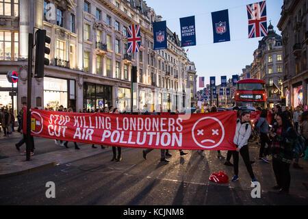 Londres, Royaume-Uni. 5Th oct, 2017 des militants de l'environnement. arrêter de tuer le bloc simultanément campagne Banque D'Images