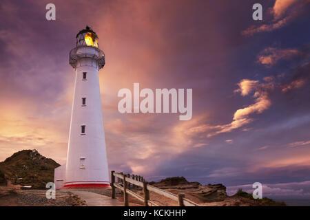 Château point lighthouse, coucher de soleil, wairarapa, Nouvelle-Zélande Banque D'Images