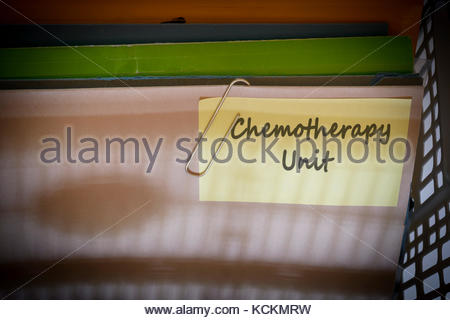 L'unité de chimiothérapie écrit le dossier de documents, Dorset, Angleterre. Banque D'Images