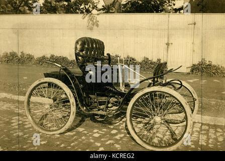 Première automobile construite par le Saint Louis Motor Carriage Company. La voiture a été achevée à la fin avril Banque D'Images