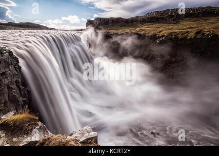 La cascade la plus puissante en Europe - Dettifoss en Islande Banque D'Images