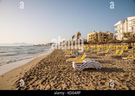 Vue sur la plage Playa de Muro à Can Picafort, la baie d'Alcudia, Majorque Banque D'Images