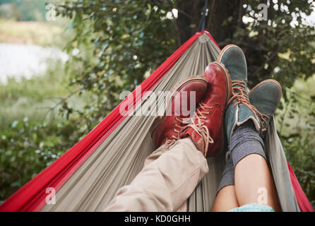 Pieds de couple relaxing in hammock, Cracovie, Pologne, europe, malopolskie
