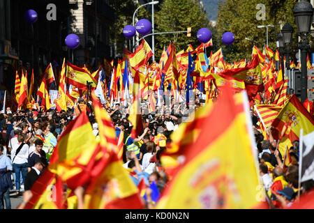 Barcelone, Espagne. 8 oct, 2017. L'unité pro manifestation contre l'indépendance catalane/cruciatti crédit: Piero Banque D'Images