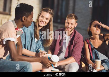 Les étudiants de passer du temps ensemble Banque D'Images