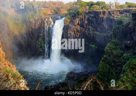 Devil's Cataract à Victoria Falls ou Mosi-oa-Tunya (la fumée qui tonne), Zimbabwe, Afrique du Sud Banque D'Images