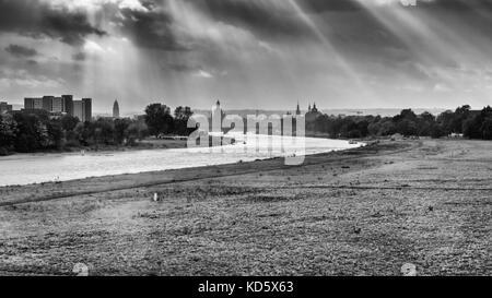 Vue sur Dresde du albertbrücke sur un jour de tempête en octobre. Banque D'Images