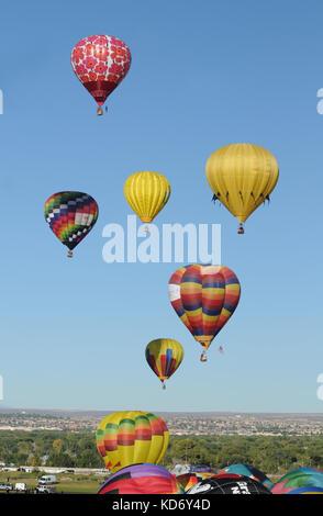 Albuquerque, USA - Octobre 8, 2011: l'ascension de masse de ballons à air chaud à l'assemblée annuelle de l'International Banque D'Images