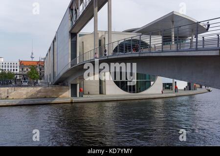 Passerelle sur la rivière Spree entre Maison Paullöbe et Marie Elisabeth Luders Chambre à Berlin, Allemagne