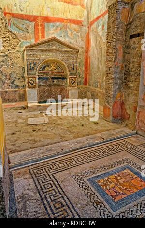 Détail de l'intérieur de la Taberna Hedones ruinée à la ville romaine de Pompéi à Pompei Scavi, près de Naples, Italie.