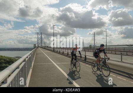 Cyclistes et piétons seulement maintenant sur Forth Road Bridge, Queensferry, Ecosse, Royaume-Uni
