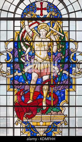 Paris, France - 14 septembre 2017: st. Michel Archange sur le vitrail à l'église St. Lawrence jewry par Christopher Banque D'Images