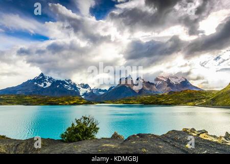 Torres del Paine au lac Pehoé, Patagonie, Chili - Patagonie du Sud, un champ de Magellanes de l'Amérique du Sud Banque D'Images
