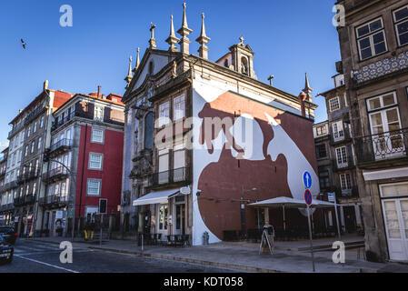 Peinture murale et d'église paroissiale de saint Nicolas (Igreja de São Nicolau) avec façade tuiles azulejo à Porto, Banque D'Images
