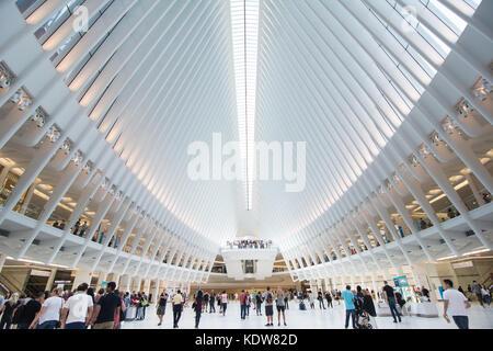 L'impressionnante architecture de l'Oculus au World Trade Center transportation hub à New York, United States