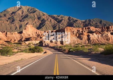 La route de la quebrada de la conches, valles calchaquies, la province de Salta, Argentine