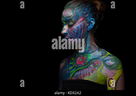 Belle body art - visage artistique (vue de gauche) Banque D'Images