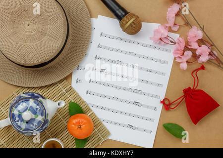 Vue aérienne de la nouvelle année lunaire chinoise et la musique de fond et feuille de papier.concept note avec Banque D'Images