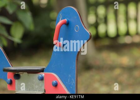 L'équipement sur une aire de jeux pour enfants Banque D'Images
