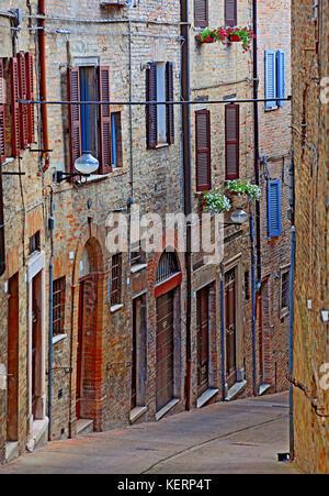Ruelle de la vieille ville d'Urbin, Marches, Italie