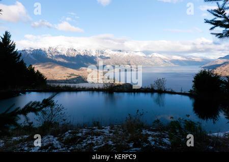 Voir la soirée du lac Wakatipu, à partir du sentier pédestre, au-dessus du haut de la télécabine skyline, Ben Lomond Banque D'Images