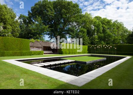 Jardin avec étang rectangulaire / dispositif de l\'eau ...