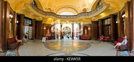 L'intérieur du panoramique horizontal ou thermes Gellért fürdő Gellért à Budapest. Banque D'Images