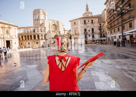 Femme voyageant dans la ville de Valence Banque D'Images