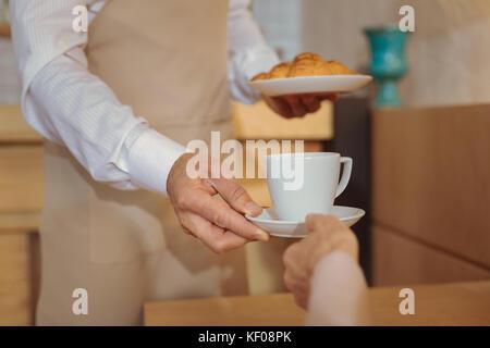 Gros plan d'une tasse de café délicieux