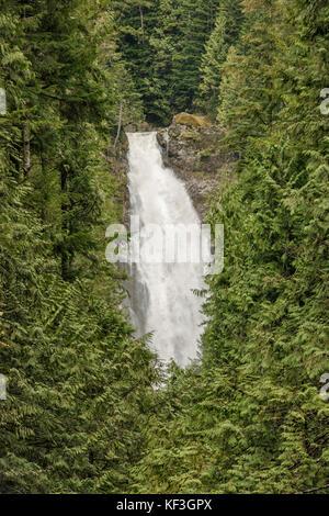 Abaisser wallace falls au début du printemps, Wallace falls State Park, North Cascades, près de la ville de Gold Banque D'Images