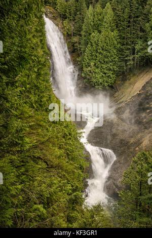 Milieu wallace falls au début du printemps, Wallace falls State Park, North Cascades, près de la ville de Gold Bar, Banque D'Images