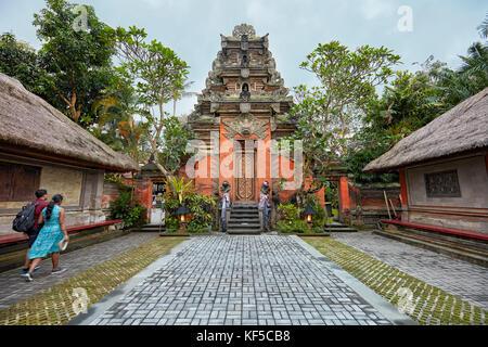 Puri Saren Agung, également connu sous le nom de Ubud Palace au crépuscule. Ubud, Bali, Indonésie. Banque D'Images