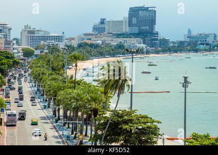 Plage, promenade et beach road, à Pattaya, Thaïlande