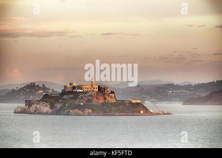 L'île d'Alcatraz à San Francisco, du film style rétro.