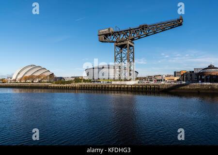 Une vue sur la rivière Clyde de la sse hydro, Clyde Auditorium, finnieston crane et la rotonde - Glasgow