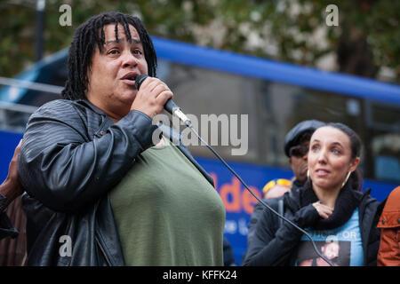 Londres, Royaume-Uni. 28 octobre, 2017. Karla Mohammed, mère de Mohammed mzee, adresses de militants de l'organisation Banque D'Images
