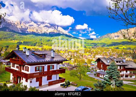 Ville de Cortina d' Ampezzo dolomites dans la région Veneto, vue sur les Alpes de l'italie Banque D'Images