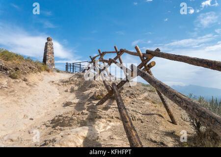 Ensign Peak Nature Park. Sentier menant à l'Ensign Monument historique donnant sur Salt Lake City.