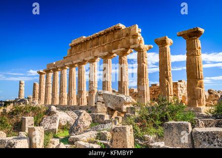 Selinunte, Italie, Sicile. Ancienne ville grecque sur la côte sud-ouest de la Sicile en Italie. L'acropole de Sélinonte. Banque D'Images