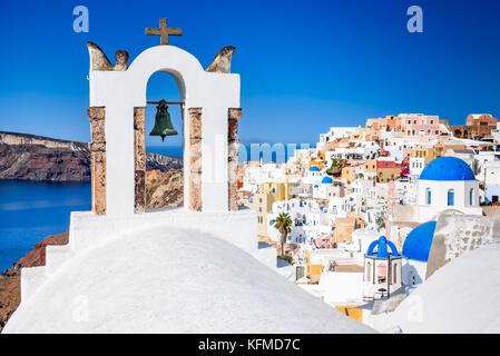 Oia, SANTORIN - Grèce. Célèbre attraction de village blanc avec des rues pavées, Îles Cyclades, Grèce mer Egéé. Banque D'Images