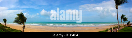 Cable Beach, Broome, au nord ouest de l'Australie sur une fin d'après-midi ciel couvert nuageux à l'été est la saison Banque D'Images