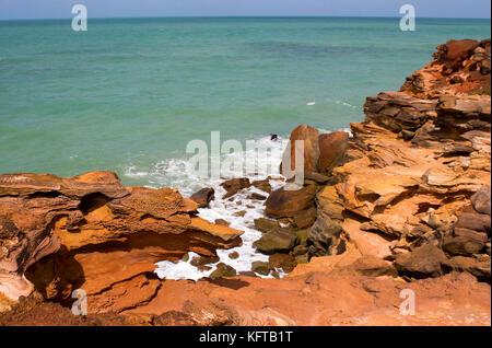 Gantheaume point un grès rouge pointe qui s'avance dans l'océan indien à partir de la belle Cable Beach, Broome, Banque D'Images