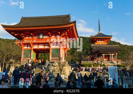 Le temple Kiyomizu-dera, UNESCO World Heritage site, Kyoto, Honshu, Japon, Asie Banque D'Images