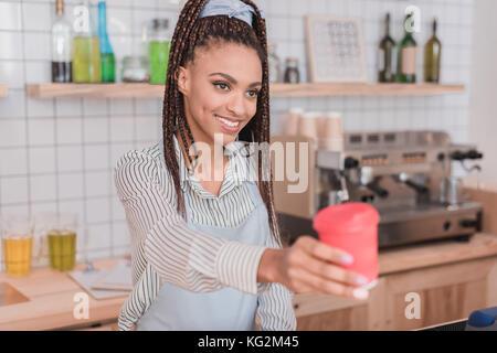 Café barista client remise Banque D'Images