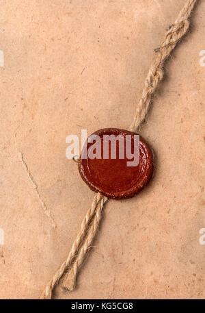 Vieux papier vierge avec cachet de cire et de corde Banque D'Images