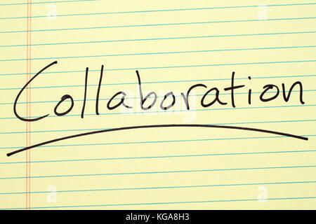 Le mot 'collaboration' a souligné sur un tampon juridique jaune Banque D'Images