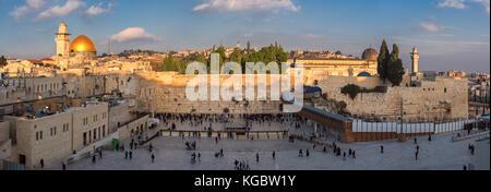 Panorama du mur occidental dans la vieille ville de Jérusalem, Israël. Banque D'Images