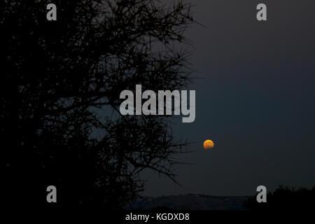 Lever de lune photographié en Crète, Grèce Banque D'Images